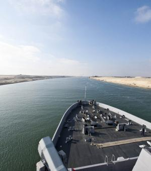 Le canal de Suez, Egypte (cr�dit : Official U.S. Navy Imagery - Flickr)